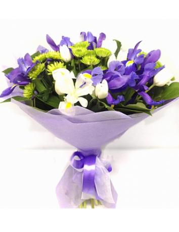 Букет Морская гладь из ирисов, хризантем и тюльпанов