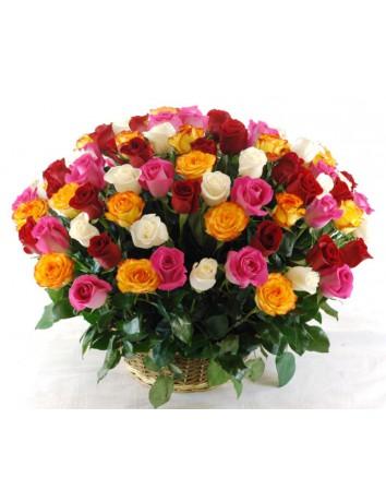 Букет Послание из 101 голландской розы с зеленью в корзине