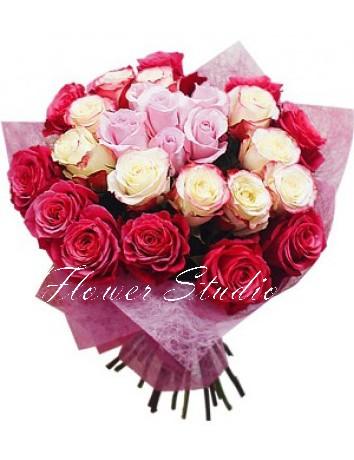 Букет Императрица из 25 разноцветных голландских роз