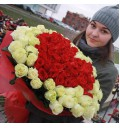 Букет Сердце для любимой из 101 красной и белой розы