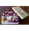 Букет Насыщенная поляна из цветов из макаронсов в подарочной коробке