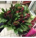 Букет Искры дня из тюльпанов, гиперикума и берграсса