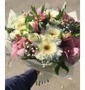 Букет Весенний танец из альстромерии, орхидеи, розы и герберы