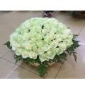 Букет Белые облака из 101 белой розы и папоротника в корзине