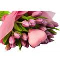 Букет Любовь и крылья из розовых тюльпанов с декором