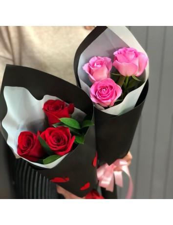 Букет из 3 роз с зеленью