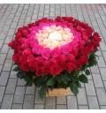 Букет Нежная любовь из 101 разноцветной голландской розы в корзине