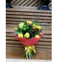 Букет Любовный гипноз из роз и хризантем с зеленью