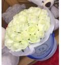 Букет Модница из 31 розовой розы в шляпной коробке