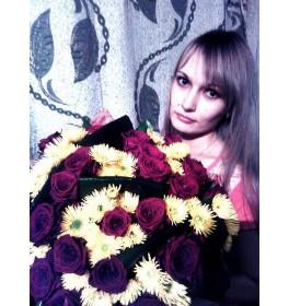 Розы и хризантема