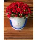 Букет Престиж из красных кустовых роз в шляпной коробке