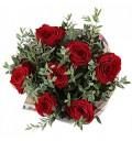 Букет Неожиданное признание из 7 красных роз с зеленью