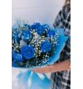 Букет Небесное сияние из 11 синих роз с зеленью