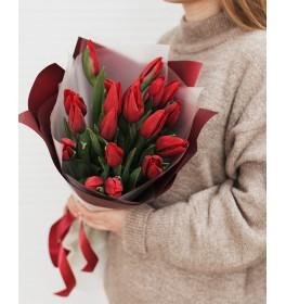 Букет из 19 красных тюльпанов