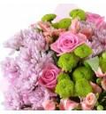 Букет Море нежности из хризантем, альстромерии, кустовых и розовых роз с зеленью