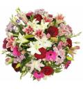 Букет Сказочная из роз Гран При, кустовых хризантем и лилий в корзине