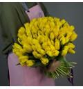 Букет Лучи солнца из 55 желтых тюльпанов с зеленью
