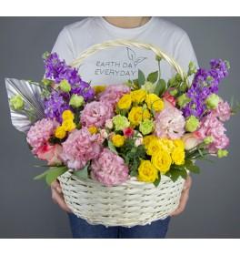Корзина с цветами Лужайка