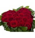Букет Пламя любви из алых 25 роз Гран При в корзине в форме сердца