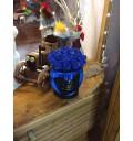 Букет Ночной бриз из 29 синих роз в шляпной коробке