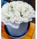 Букет Самой драгоценной из 29 красных роз в шляпной коробке