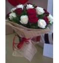 Букет Танец вдвоем из 21 красной и кремовой розы