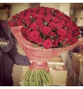 Букет В твоих объятьях из 101 красной розы