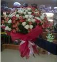 Букет Чудесный восход из 29 кустовых розовых и кремовых роз