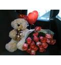 Букет Элегантность из 15 голландский роз + Бурый Мишка + Шарики в форме сердца